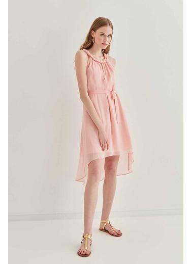 Vitrin Yaka Örgü Zincir Detaylı Şifon Elbise Pudra